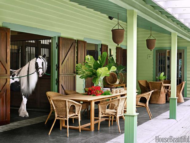 01-hbx-stable-porch-0115-lgn-1