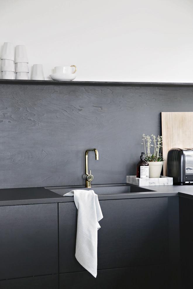 DIY-backsplash_black_stylizimoblog