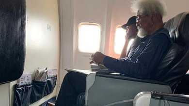 Soyinka on the aircraf
