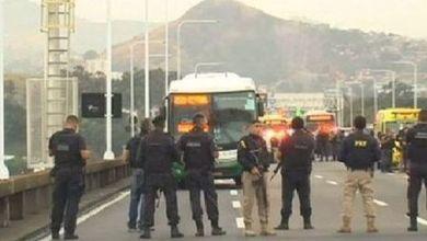 Police surround bus hijacked on Rio de Janeiro bridge