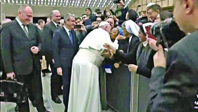 Pope Francis kissing a Nun