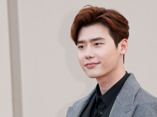 lee-jong-suk-attends-the-burberry-show-during-the-london-collections-men-aw16-at-kensington-gardens-on-january-11-2016-in-london-england