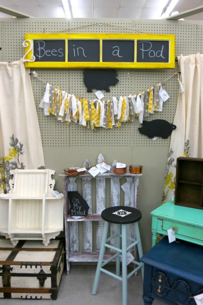112614-72BeesinaPod Shop Small Saturday Vendor Spaces
