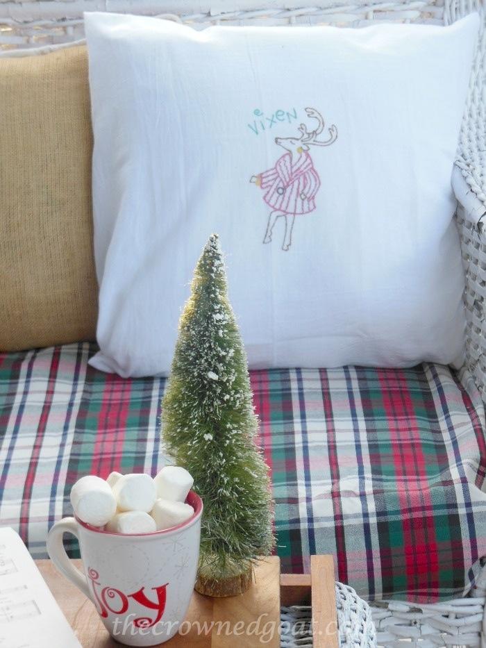 121514-7 Vixen Christmas Pillow
