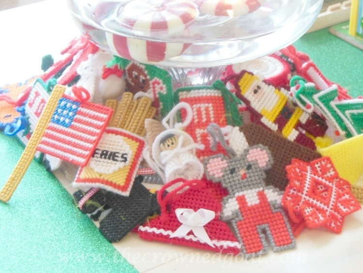 121714-6-Vintage-Christmas-Yarn-Ornaments Last Minute Holiday Kids Tablescape Decorating Holidays