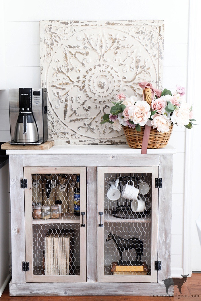Spring-Home-Tour-Breakfast-Nook-The-Crowned-Goat Spring Flowers Home Tour Decorating Holidays Spring