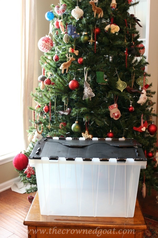 122915-1 How to Organize Christmas Ornaments DIY Holidays
