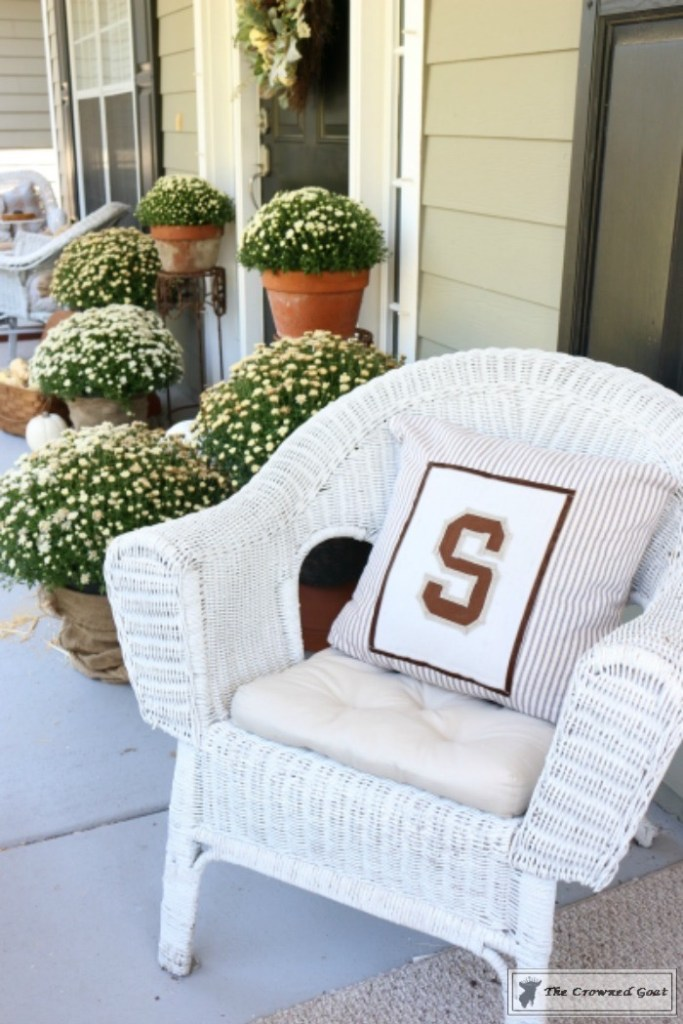 no-sew-varsity-letter-pillow-13