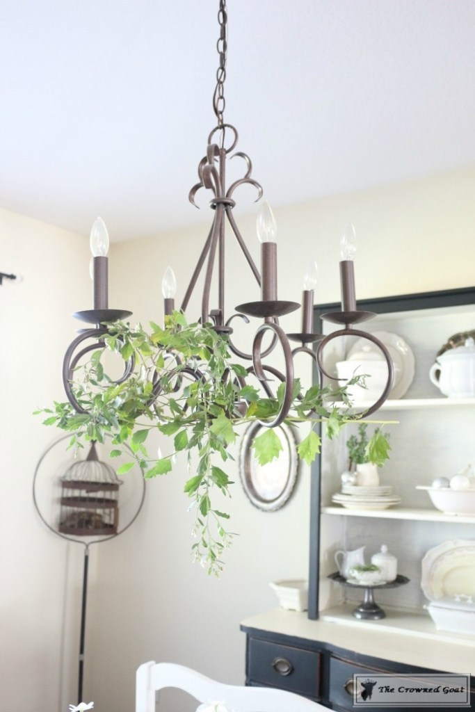 simple-holiday-chandelier-with-greenery-4