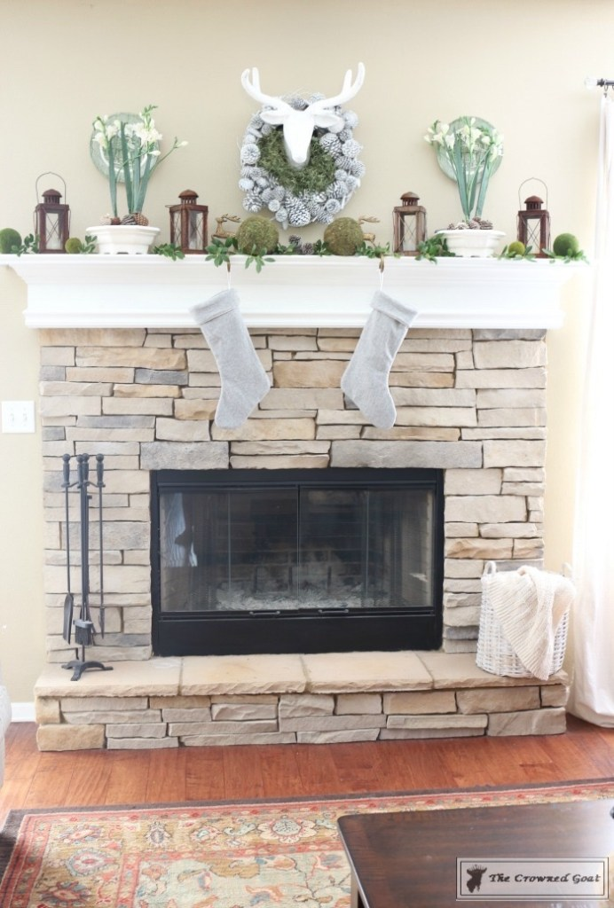 nature-inspired-christmas-mantel-1