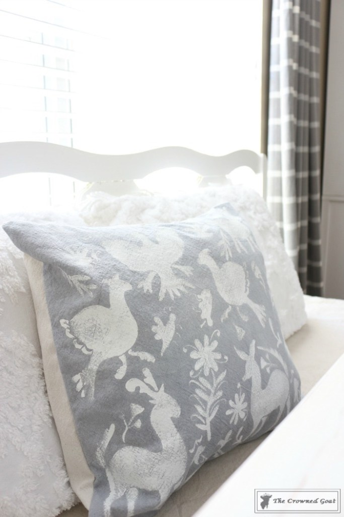 How to Stencil a Pillow Cover-4