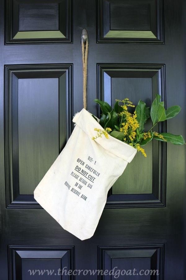 Easy-Fall-Door-Decor-Ideas-4-1 Fall Wreaths & Autumn Inspired Door Décor DIY Fall Holidays