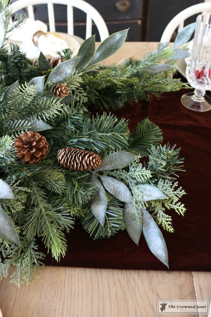 Christmas-Decorating-Tips-For-The-Dining-Room-The-Crowned-Goat-4 9 Christmas Decorating Tips for the Dining Room Uncategorized