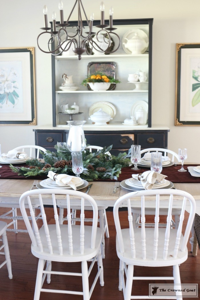 Christmas-Decorating-Tips-For-The-Dining-Room-The-Crowned-Goat-7 9 Christmas Decorating Tips for the Dining Room Uncategorized