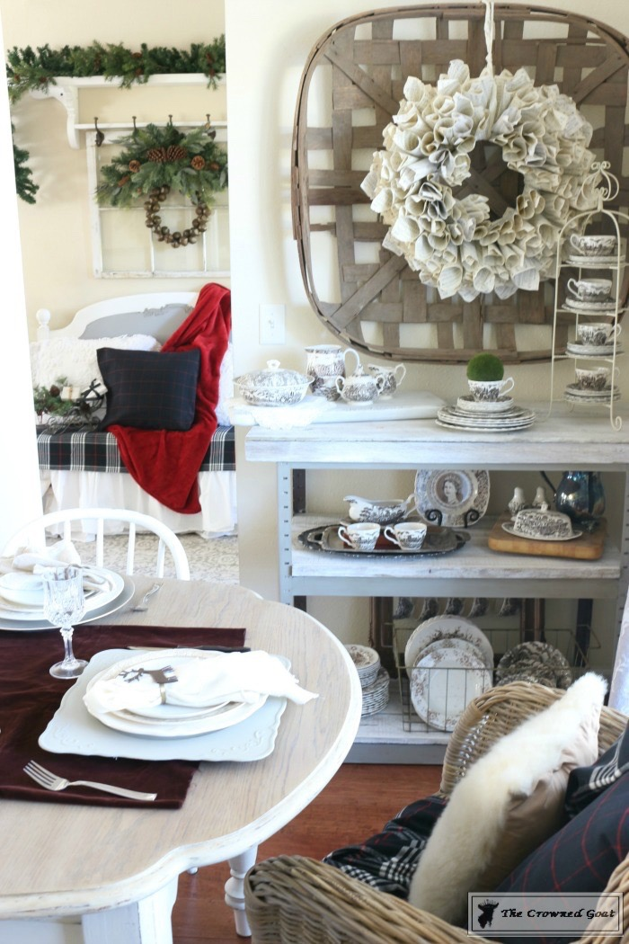 Christmas-Decorating-Tips-For-The-Dining-Room-The-Crowned-Goat-9 9 Christmas Decorating Tips for the Dining Room Uncategorized