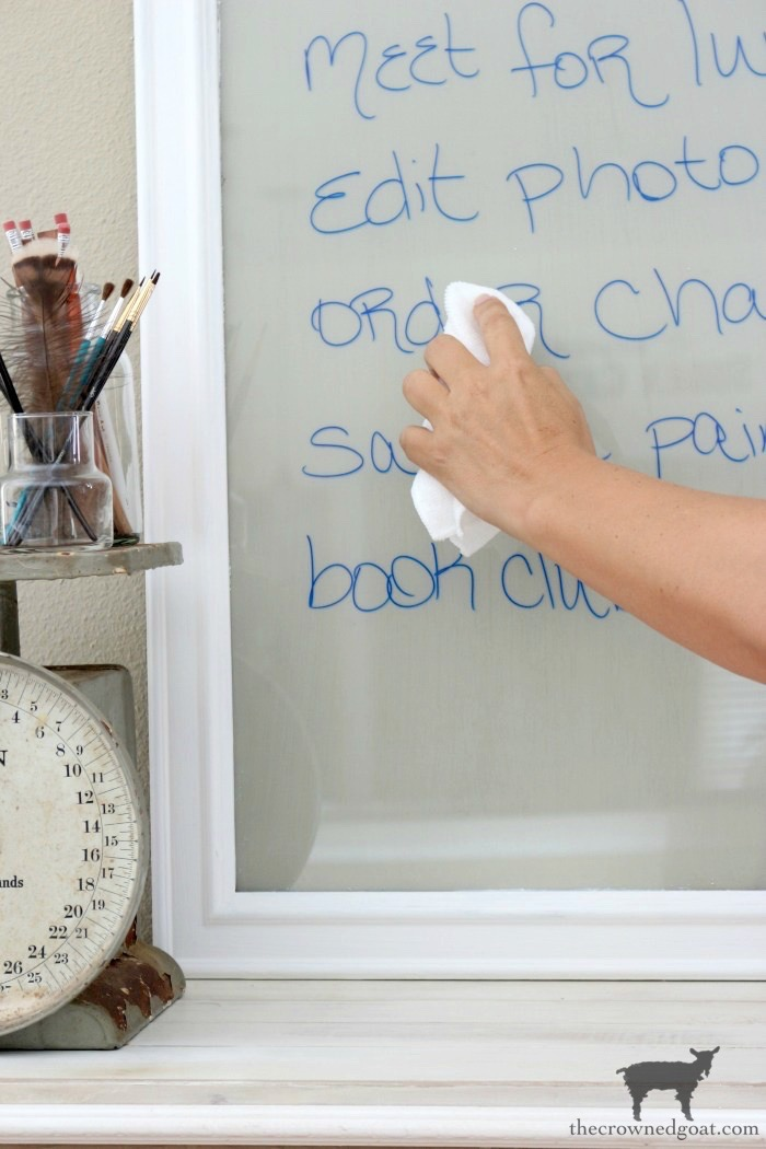 Easy-DIY-Dry-Erase-Board-The-Crowned-Goat-15 How to Repurpose a Picture into a Chalkboard Crafts Decorating DIY Organization
