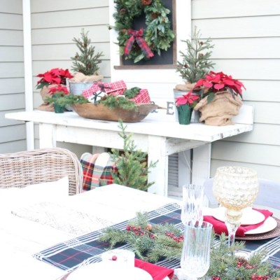 Outdoor Christmas Tablescape
