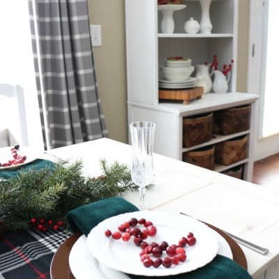 Simple Christmas Breakfast Nook