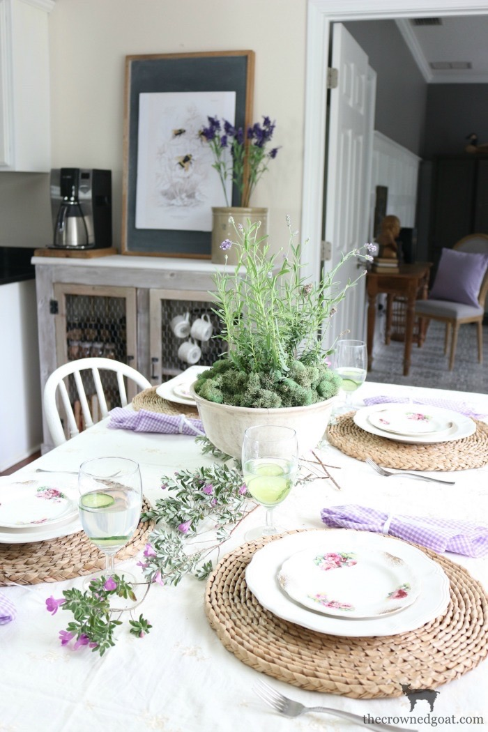 Summer-Decorating-Tips-for-the-Breakfast-Nook-The-Crowned-Goat-2 The Busy Girl's Guide to Summer Decorating: The Breakfast Nook Decorating Summer