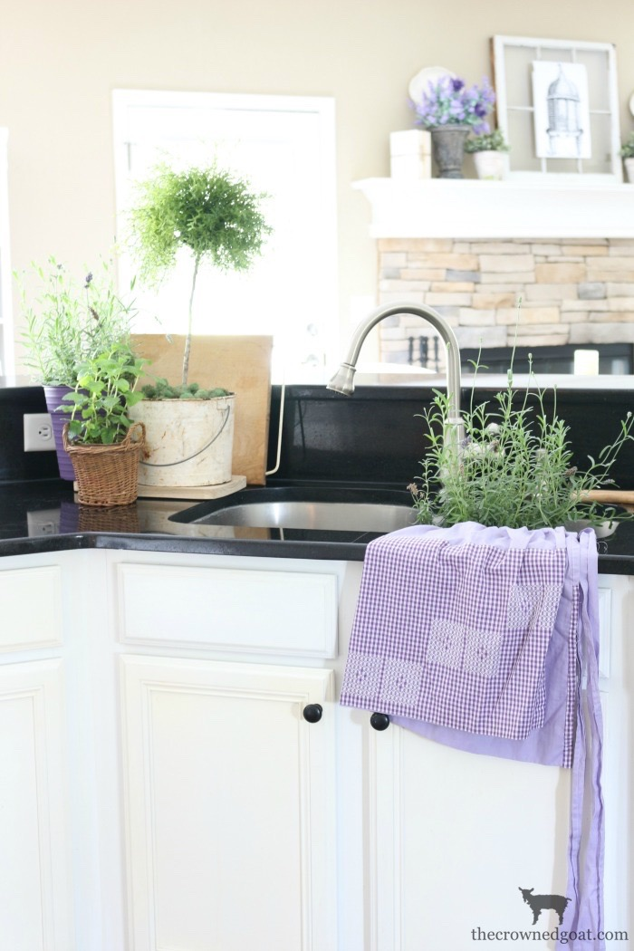 Summer-Kitchen-Decorating-Ideas-The-Crowned-Goat-9 The Busy Girl's Guide to Summer Decorating: The Kitchen Decorating Summer