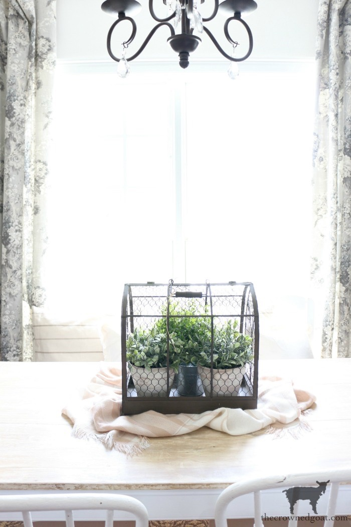 How-to-Create-Easy-Table-Vignettes-The-Crowned-Goat-10 Easy Tabletop Vignette Ideas Decorating DIY