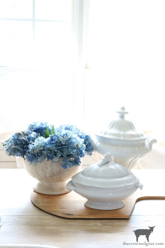 How-to-Create-Easy-Table-Vignettes-The-Crowned-Goat-8 Easy Tabletop Vignette Ideas Decorating DIY