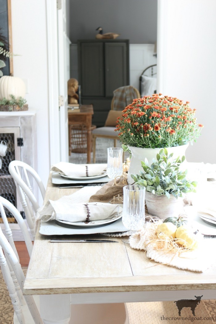 Festive-Fall-Tablescape-Tips-The-Crowned-Goat-13 5 Easy Tips for a Festive Fall Tablescape Decorating Fall