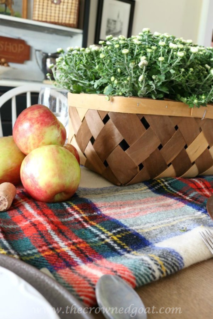 Decorating-with-Baskets-for-Fall-The-Crowned-Goat-5-1 15 Ways to Decorate with Baskets for Fall Uncategorized