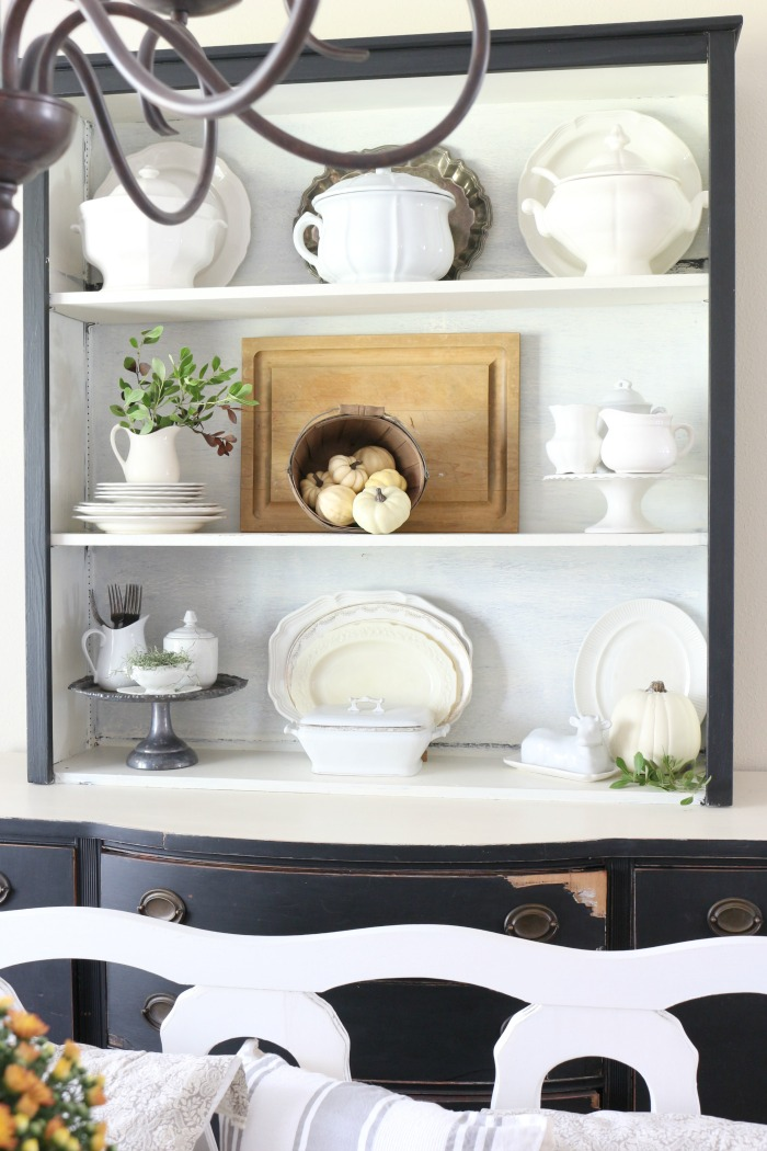 Decorating-with-Baskets-for-Fall-The-Crowned-Goat-8 15 Ways to Decorate with Baskets for Fall Decorating DIY Fall