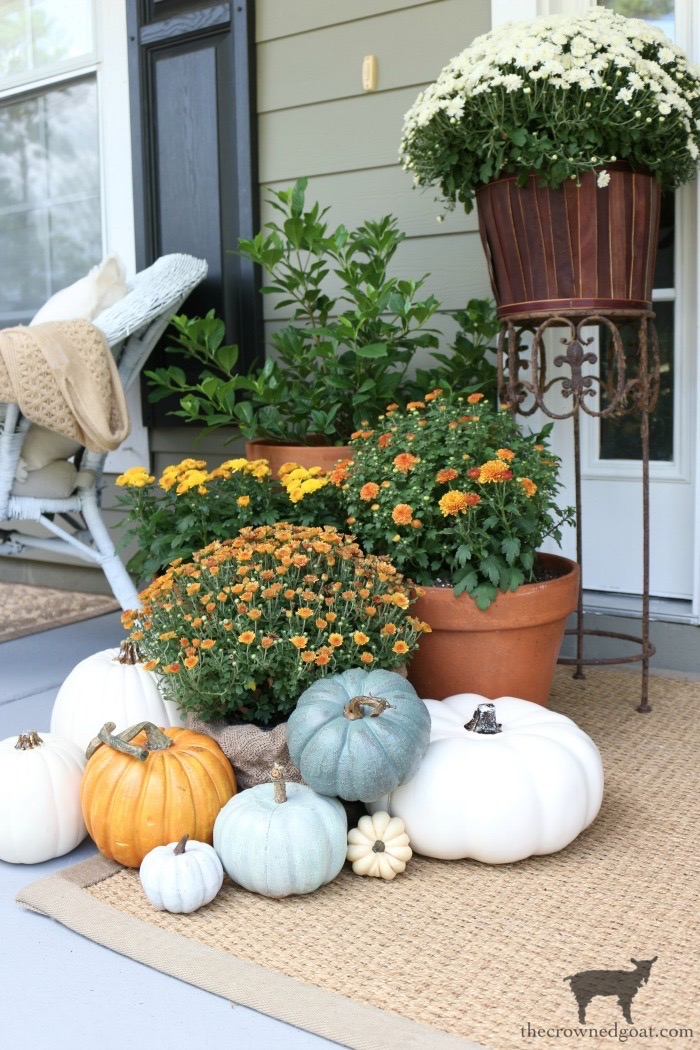 Fall-Front-Porch-Tour-The-Crowned-Goat-12 Fall Front Porch Tour Decorating Fall