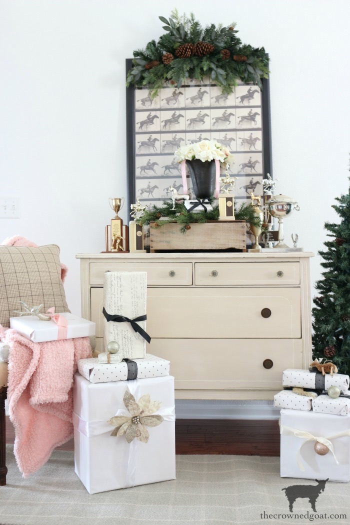 Christmas-Living-Room-Decorating-Ideas-The-Crowned-Goat-8 Christmas Inspired Living Room Christmas Holidays