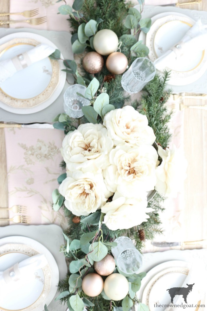 Christmas-Tablescape-Tips-The-Crowned-Goat-3 5 Christmas Tablescape Tips for the Breakfast Nook Christmas Holidays