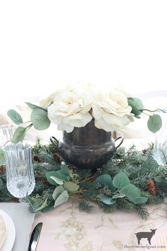 Christmas-Tablescape-Tips-The-Crowned-Goat-7 5 Christmas Tablescape Tips for the Breakfast Nook Christmas Holidays