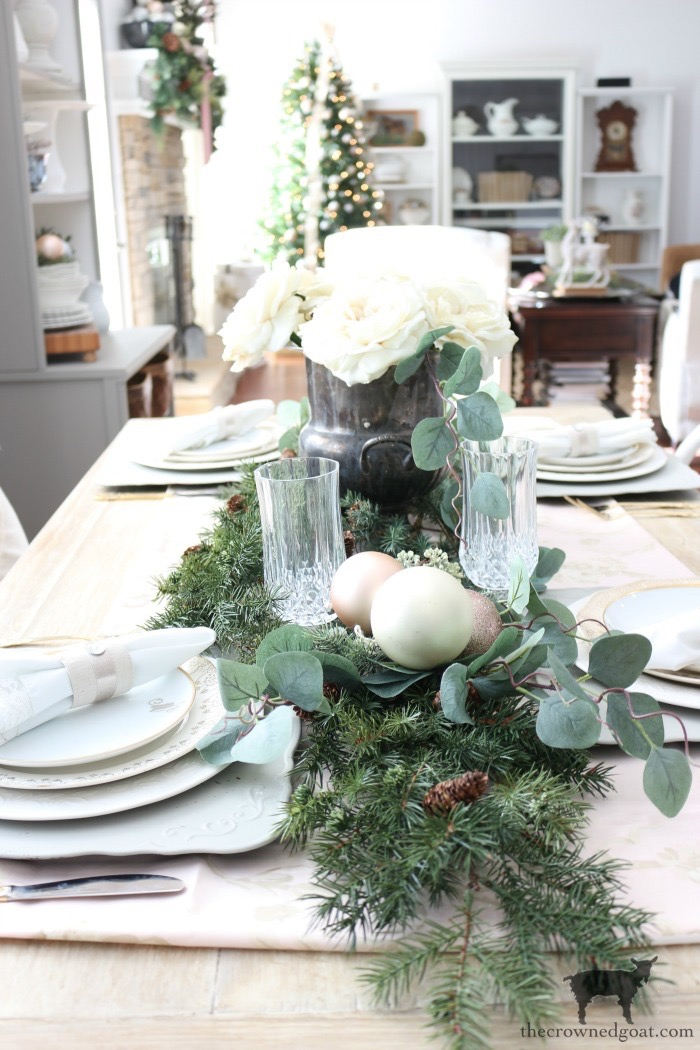 Christmas-Tablescape-Tips-The-Crowned-Goat-9 5 Christmas Tablescape Tips for the Breakfast Nook Christmas Holidays