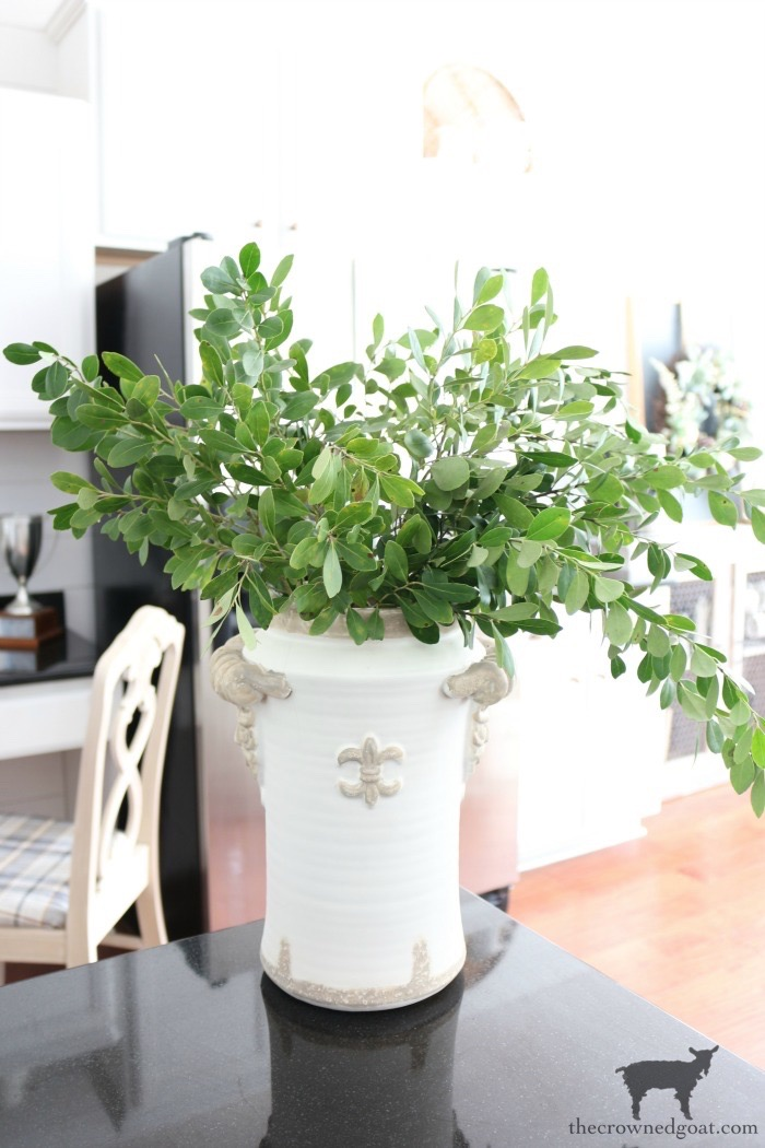 Quick-and-Easy-Vase-Makeover-The-Crowned-Goat-10 Quick & Easy Vase Makeover Decorating DIY
