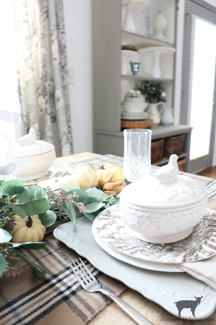 Simple-Thanksgiving-Tablescape-Ideas-The-Crowned-Goat-13 Simple Thanksgiving Tablescape Ideas Decorating Thanksgiving