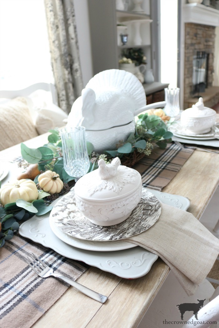 Simple-Thanksgiving-Tablescape-Ideas-The-Crowned-Goat-7 Simple Thanksgiving Tablescape Ideas Decorating Thanksgiving