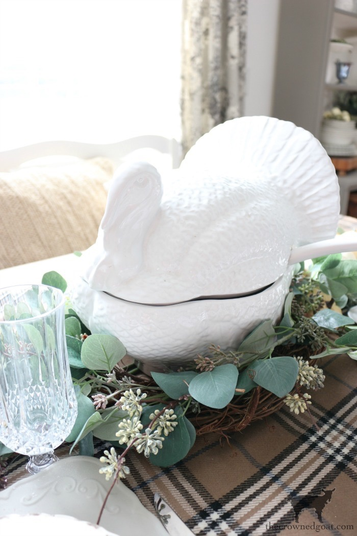 Simple-Thanksgiving-Tablescape-Ideas-The-Crowned-Goat-8 Simple Thanksgiving Tablescape Ideas Decorating Thanksgiving