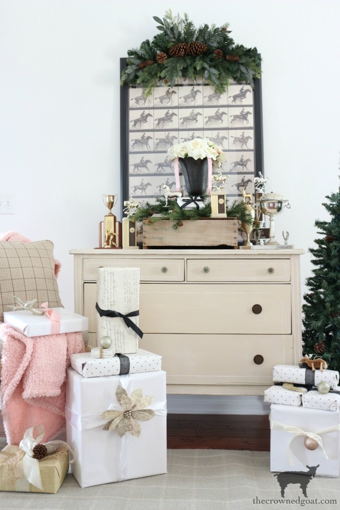 Christmas-Entry-Decorating-Ideas-The-Crowned-Goat-1 Christmas Inspired Entry Christmas Holidays