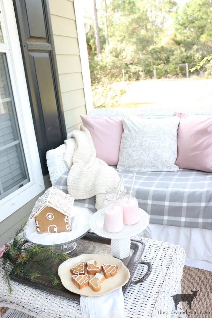 Christmas-Front-Porch-Decorating-Ideas-The-Crowned-Goat-10 Christmas on the Front Porch Christmas Holidays