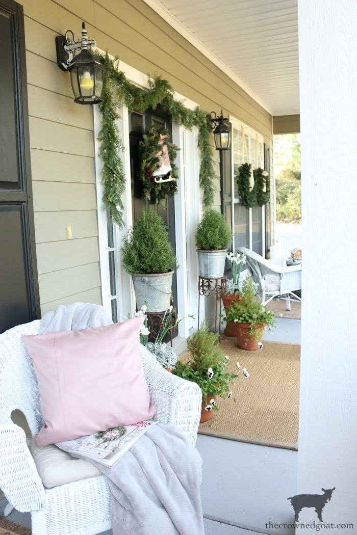 Christmas-Front-Porch-Decorating-Ideas-The-Crowned-Goat-20 Christmas on the Front Porch Christmas Holidays