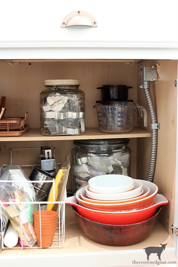 How-to-Create-Work-Zones-in-the-Kitchen-The-Crowned-Goat-11 How to Organize Your Kitchen into Work-Friendly Zones DIY Organization