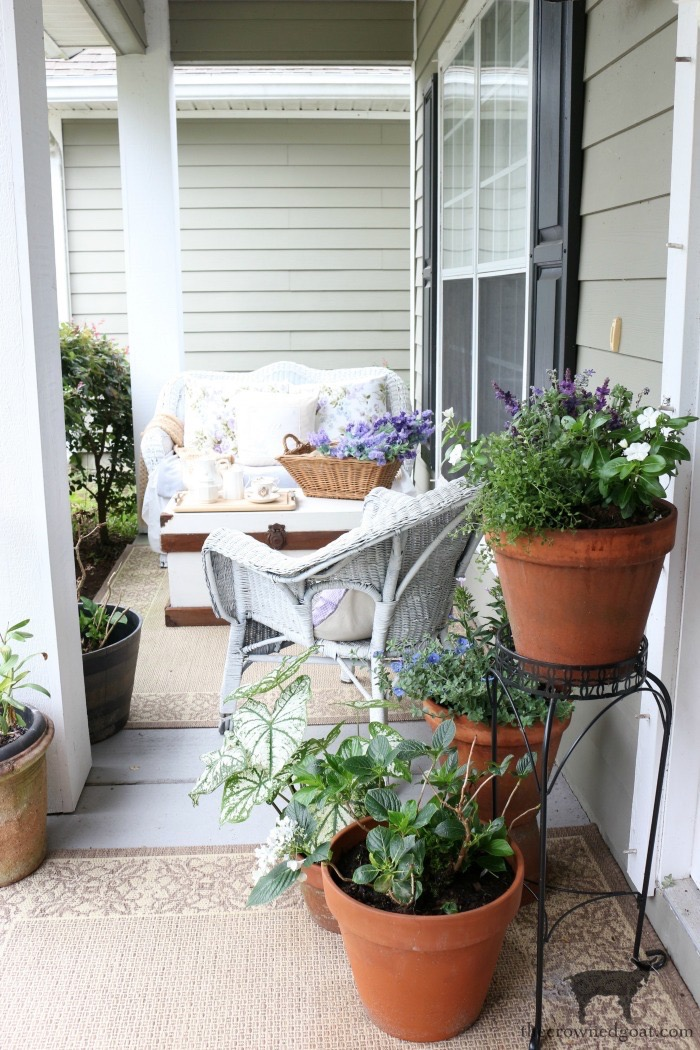 Summer-Porch-Tour-The-Crowned-Goat-10 Cottage Inspired Summer Porch Tour Decorating DIY Summer