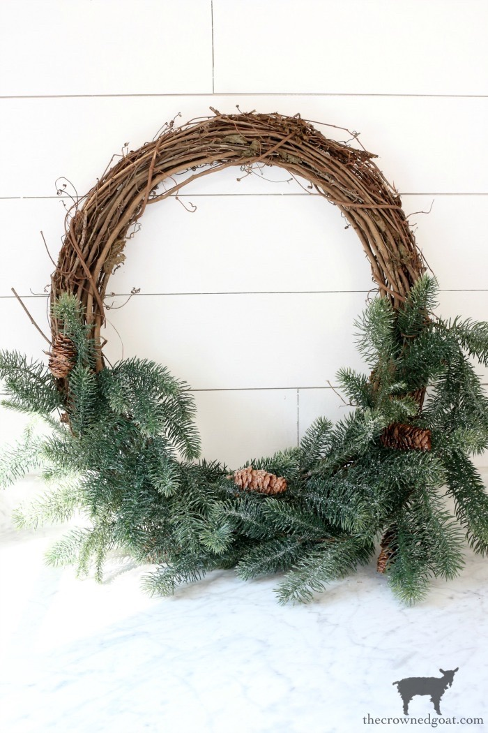 Effortless-Christmas-Wreath-The-Crowned-Goat-14 Effortless Christmas Wreath Ideas Christmas Holidays