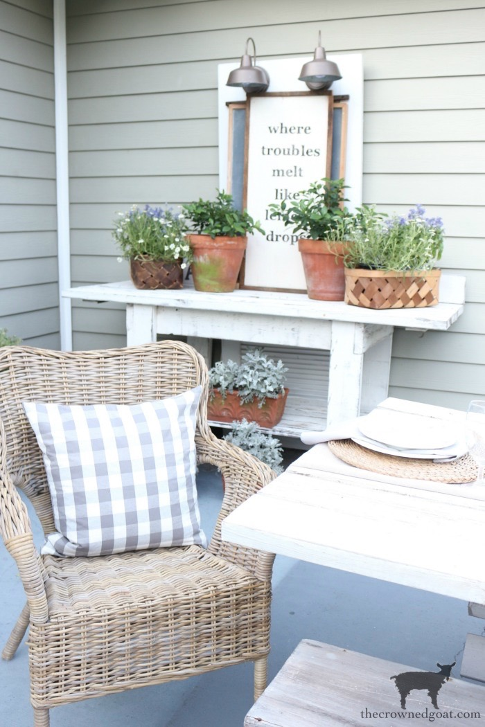 How to Create an Outdoor  Serving Station