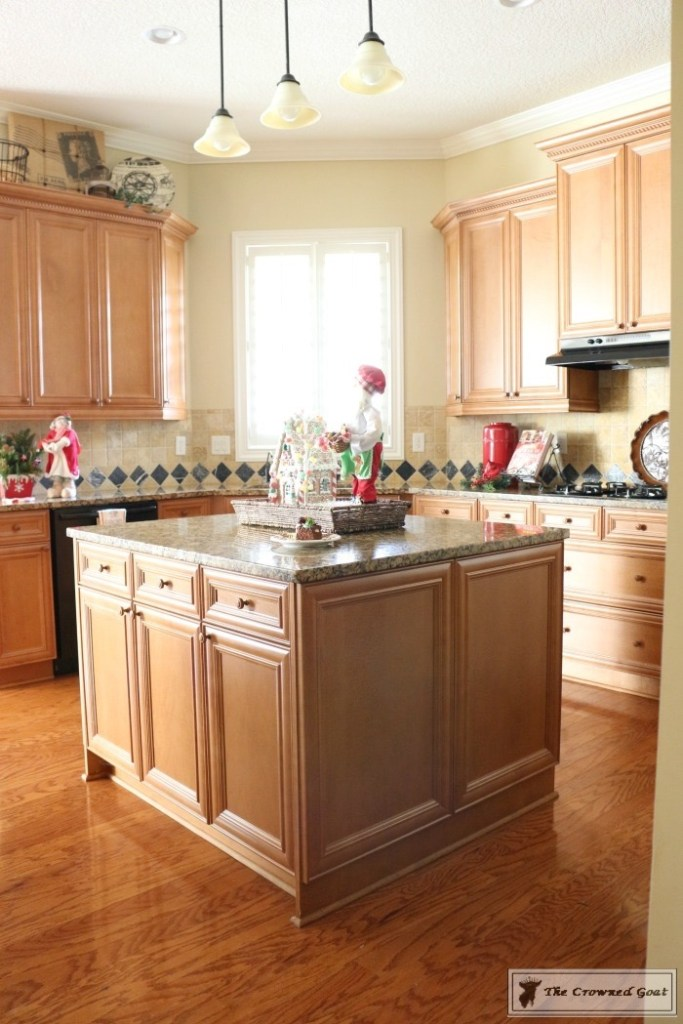 gingerbread-inspired-kitchen-and-breakfast-nook-2