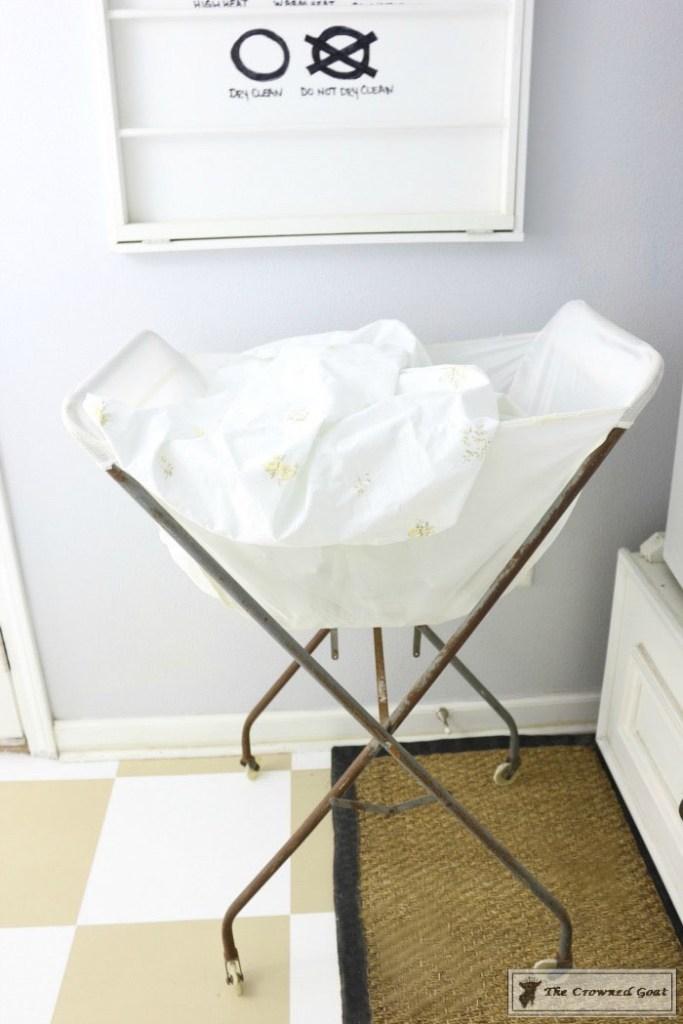 Nine-Ways-to-Keep-the-Laundry-Room-Organized-13