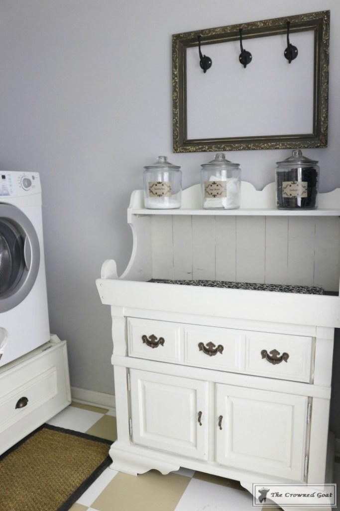 Nine Ways to Keep the Laundry Room Organized-7