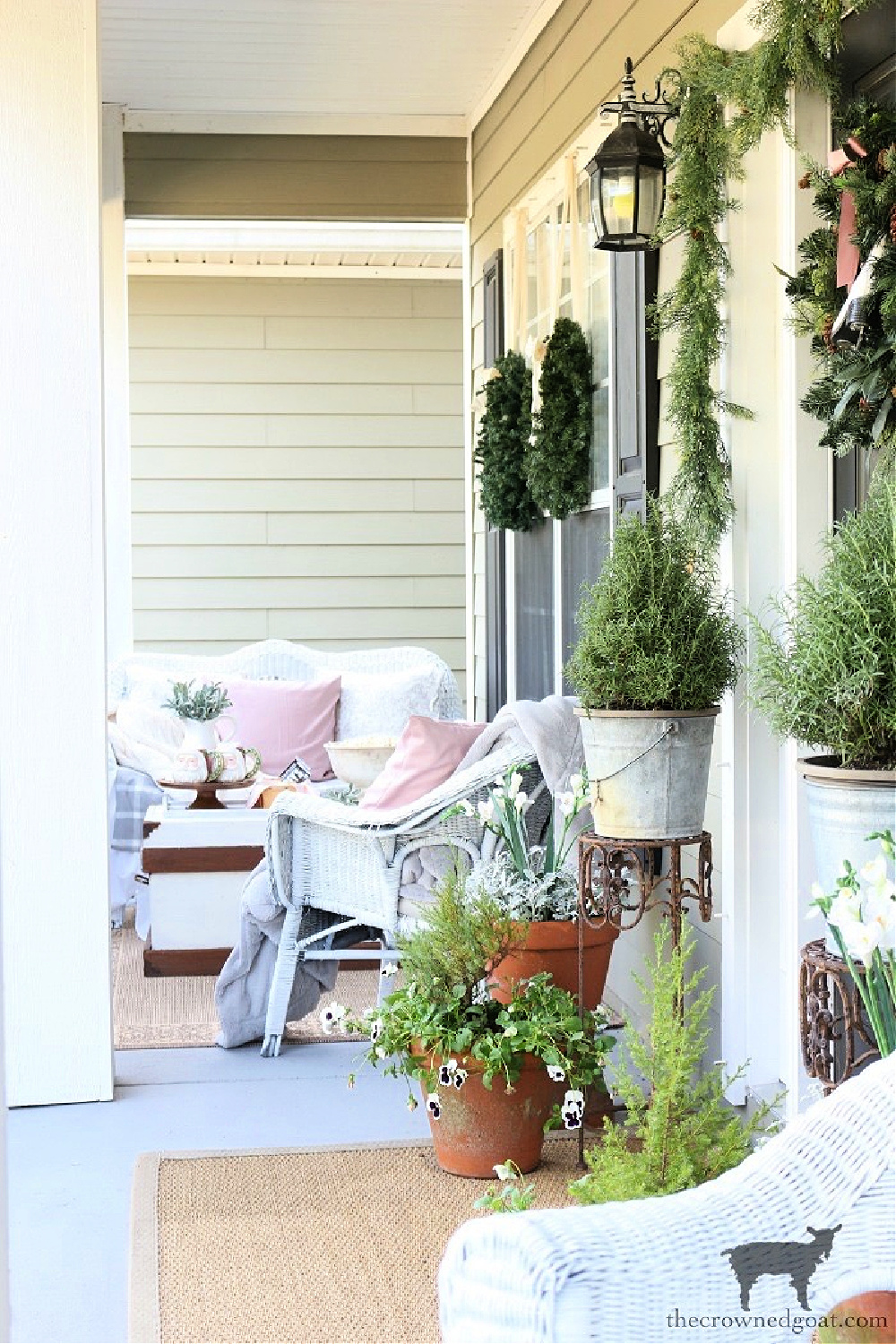 Simple Ways to Prepare Now for the Holidays-Christmas Porch Ideas-The Crowned Goat