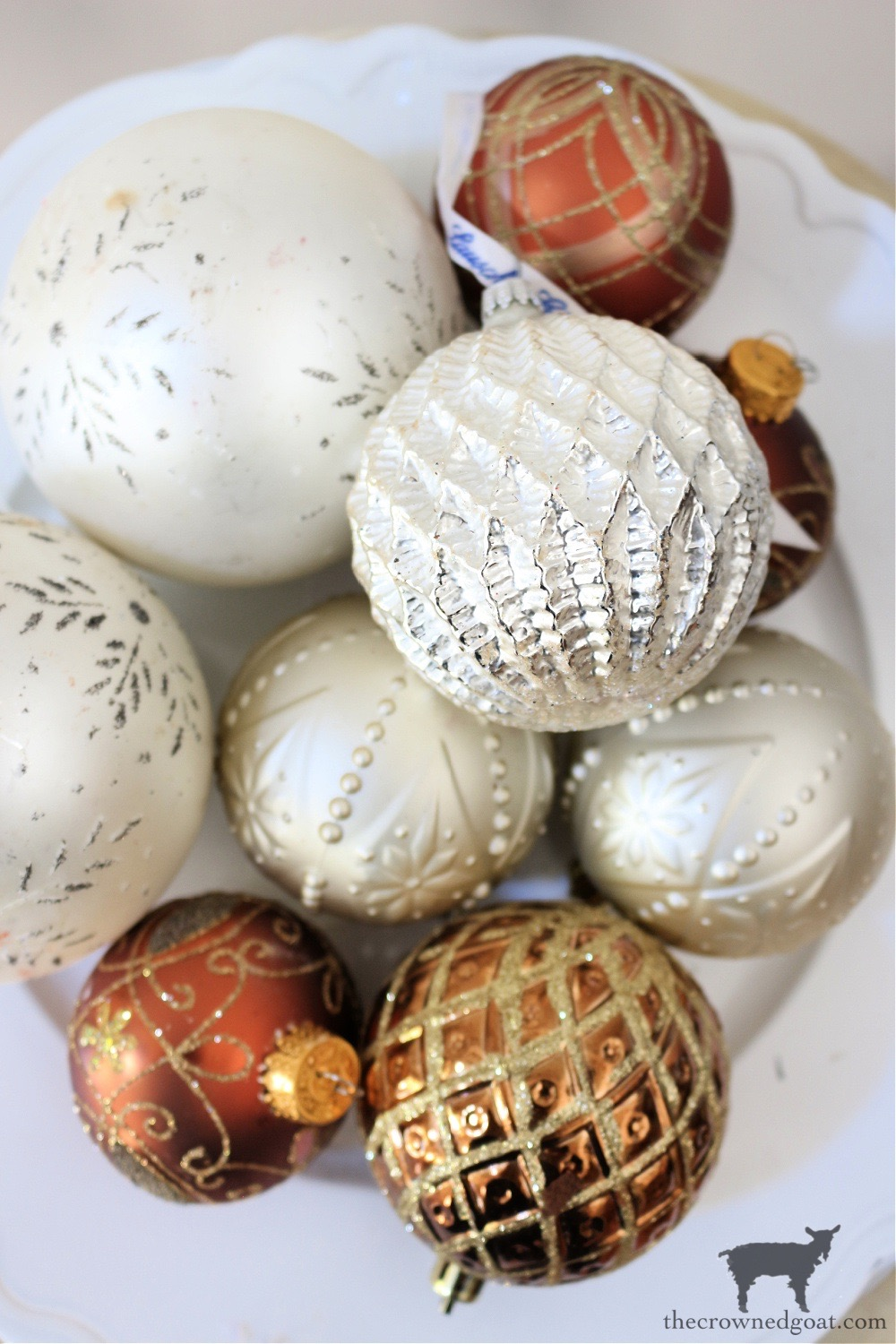 Tips for Shopping Yard Sales-Christmas Ornaments-The Crowned Goat